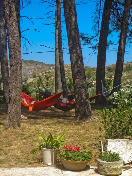 Hangmatten in de schaduw