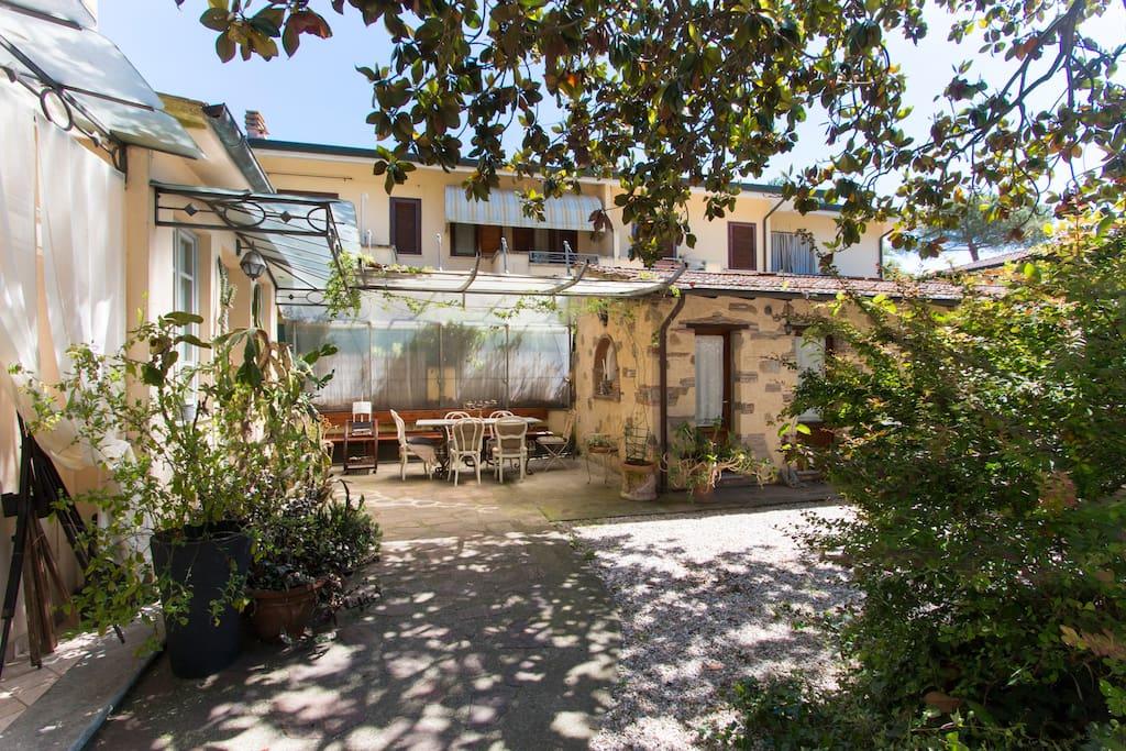 Casa simonetti la stanza azzurra bed breakfasts for for Case torre del lago