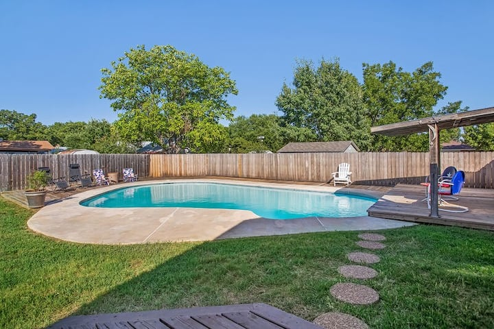 Nanas House | 4/2 Quaint Neighborhood | Swimming Pool