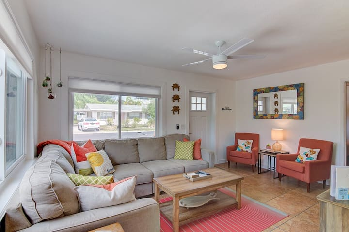 Cute and cozy by the waves, sleeps 6 - Sunny Daze