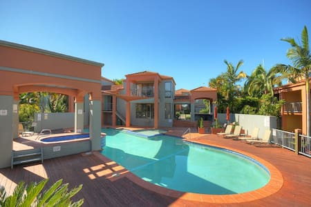 Great Townhouse for Families close to the Beach! - Clear Island Waters - Rivitalo