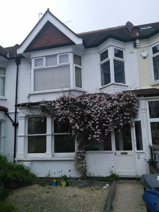 view of house from street, downstairs flat only