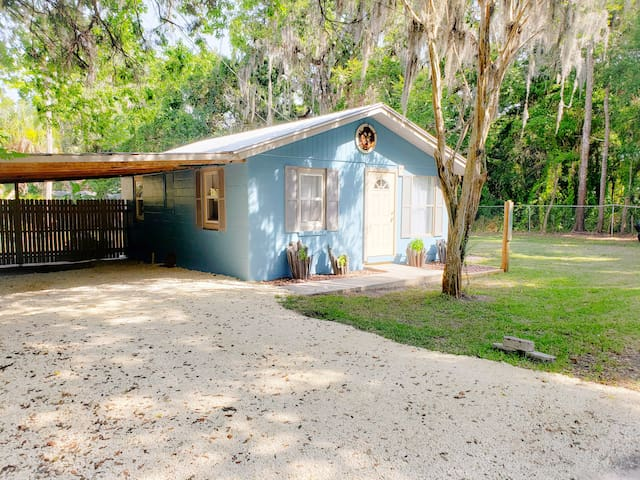 Homosassa Cracker Shack with boat slip