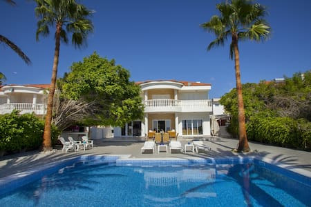 Sunny pool villa Larnaka Up to 10 sea view - Kiti