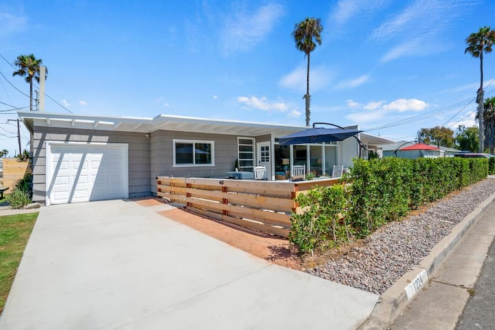 """Point Break"" House! 1 Block to Beach. Remodeled!"