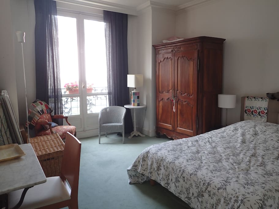 La chambre 1, três spacieuse et lumineuse.
