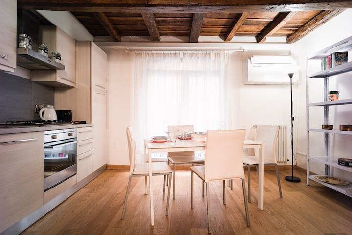 1bdr apt in the heart of the city