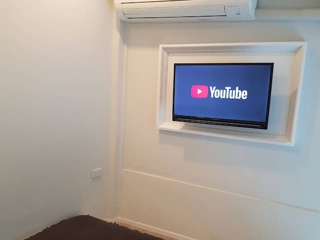"In room Smart TV 32"" on wall - you can enjoy watching Youtube on TV with free intenet"