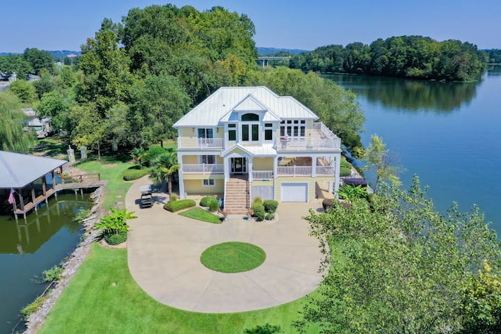 Large home on private peninsula with hot tub + sauna + elevator!