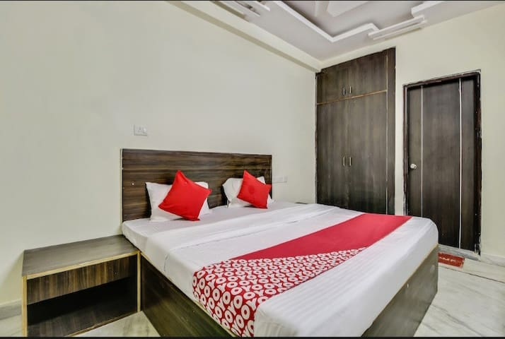 SUPER DELUXE ROOM  IDEAL FOR COUPLE