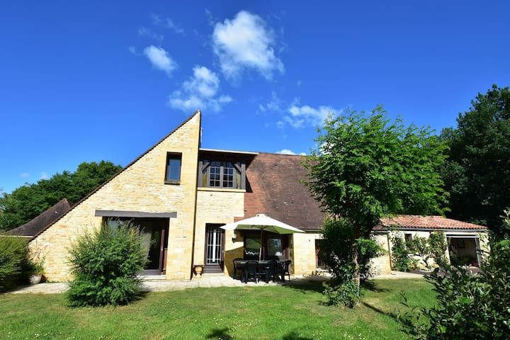 Gorgeous Villa in St. Julien-De-Lampon with Private Pool & Centre Nearby