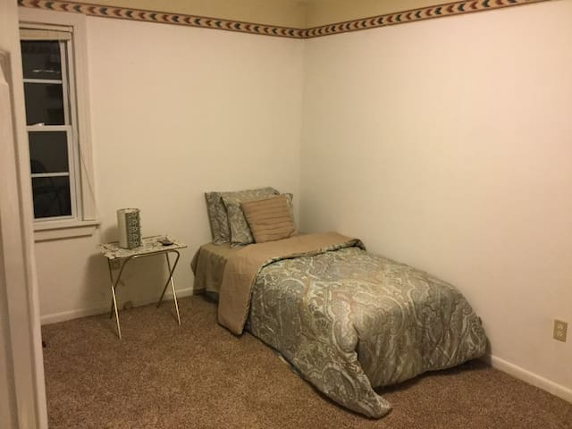 Lovely Bedroom with BREAKFAST, WIFI - Harrisonburg - Huis