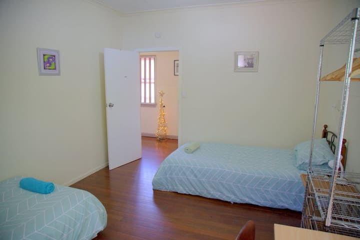 Very Clean, Spacious Twin Shared Room, Air-Cond
