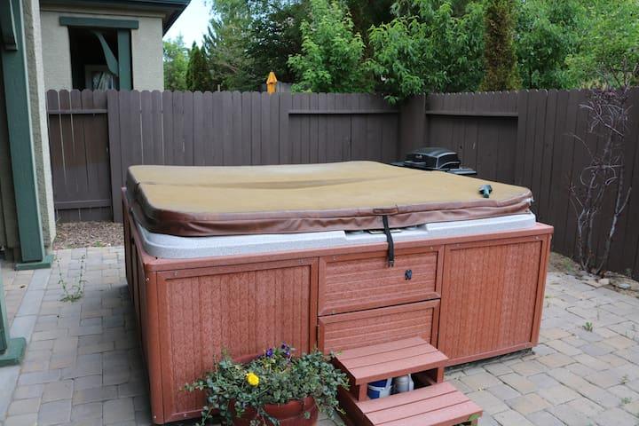 Big hot tub and grill