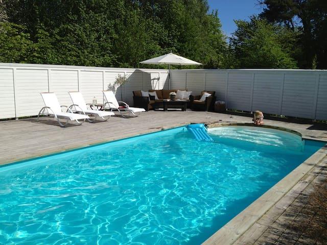 Modern stuga i skärgårdsidyll - Dalarö - Houten huisje