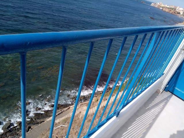 Un appartement pied dans l'eau avec plage familial