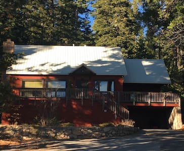 Red House-N. Lake Tahoe-On lake-Hot Tub-Sleeps 10 - Carnelian Bay