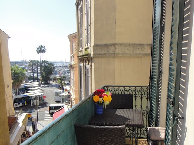 Studio:seaview balcony, 3 mins walk to beach, A/C