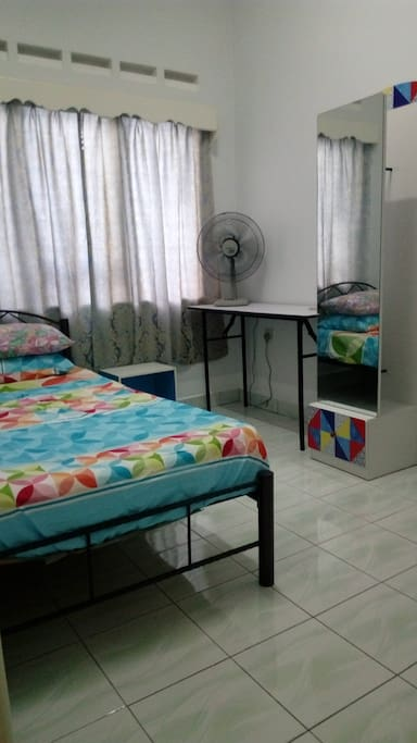 3rd room single bed with fan