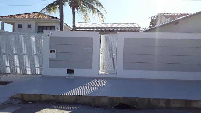Moderna casa com piscina em Piratininga