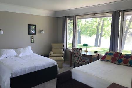 Riverfront Haven - Bedroom plus Den