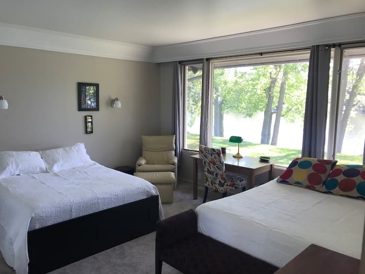 Riverfront Haven - Bedroom plus Den