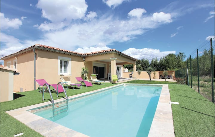 Nice home in Monteux with Outdoor swimming pool, Outdoor swimming pool and 3 Bedrooms