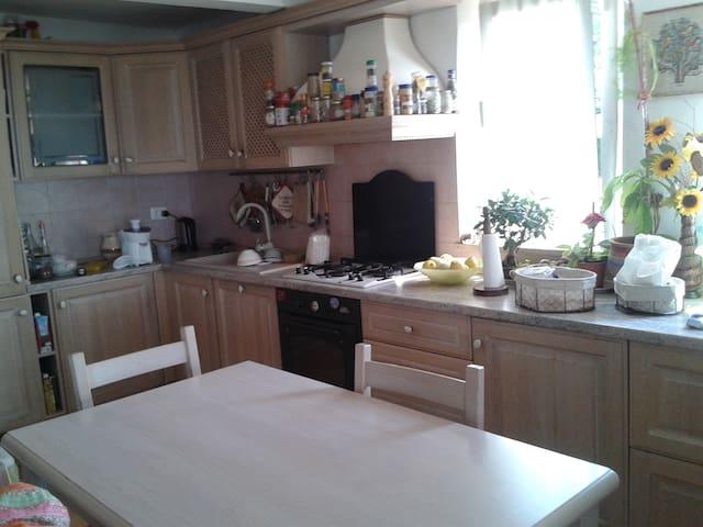 Cucina completa di lavastoviglie