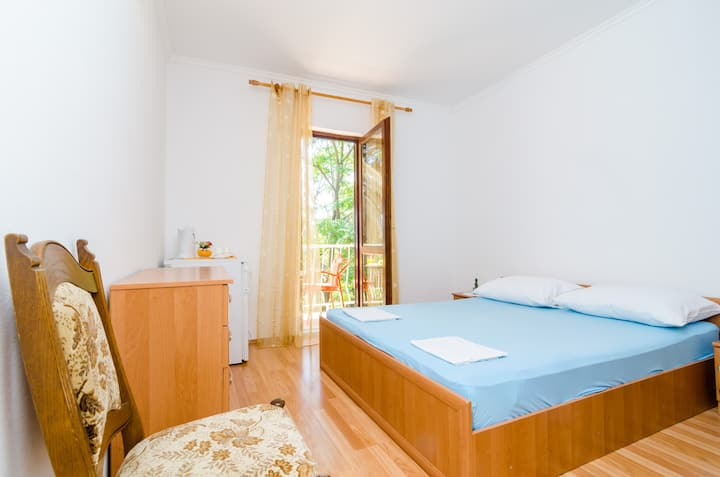 Apartment & Rooms Papa - Basic Double Room with Balcony and Partial Sea View