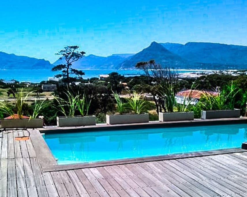 Private pool and views of Kommetjie and hour bay mountains