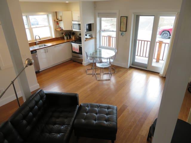 Downtown Northampton 2 Bedroom Newer Apartment