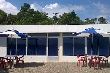 Cabaña en lomalinda colombia