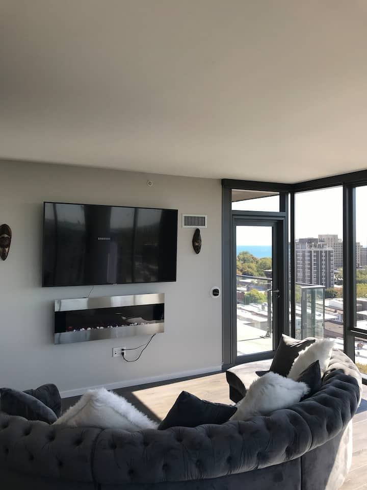 Condo in the center of downtown Hyde Park