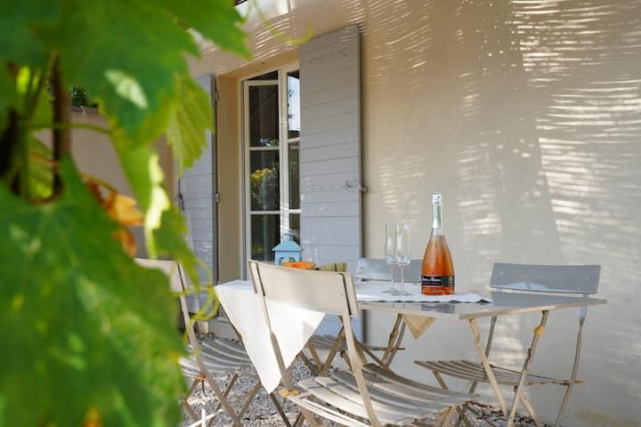 Charming Cézanne Cottage Near Aix city center pool