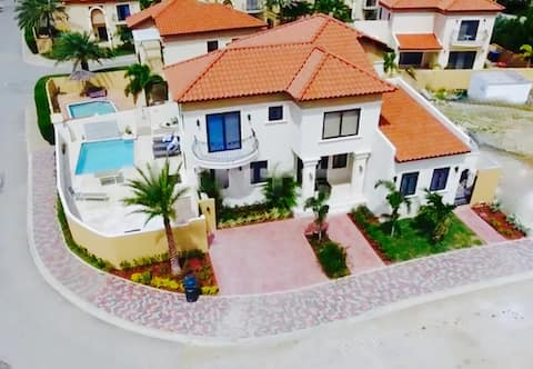 4 BR Aruba Luxury Golf Villa - a dream vacation!
