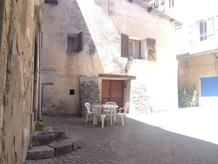 """Maison de village """"la douce"""" a Orpierre"""