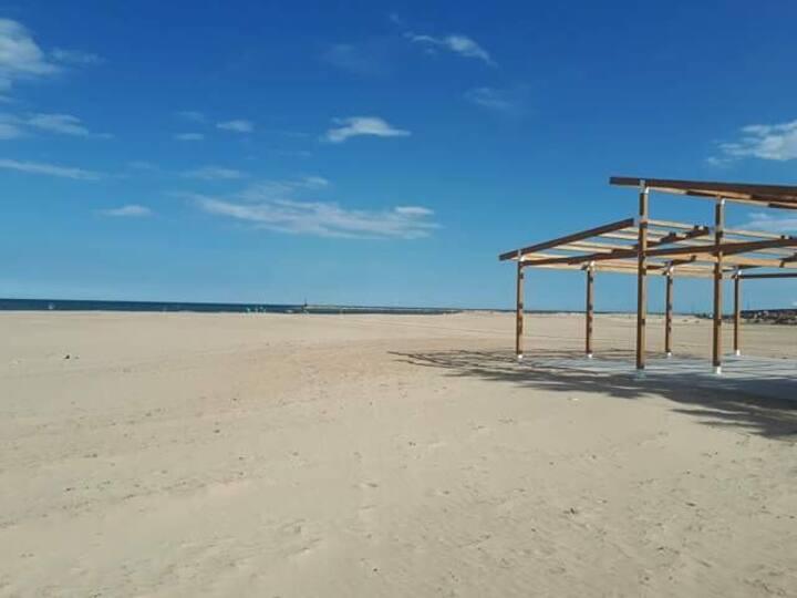 Maison 14 personnes 1km plage sable fin + parking