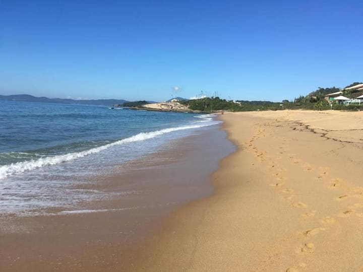 Apartamento na beira da praia da Ilhota, itapema