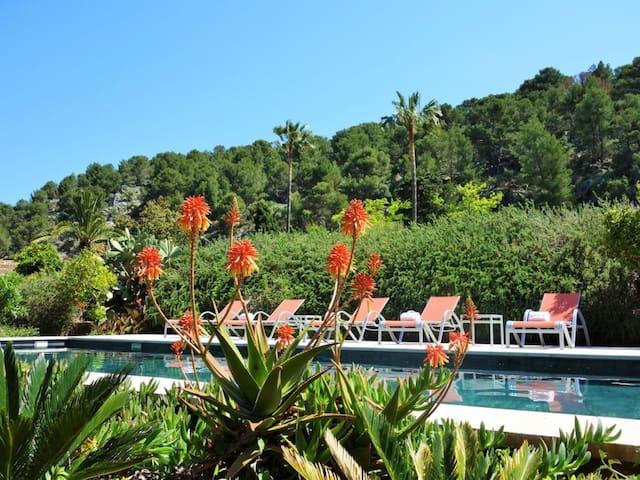 Villa romantique avec piscine, terrasse, climatisation et Wi-Fi