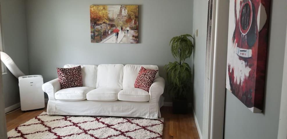 Cozy, Modest Apartment Located In Buckhead