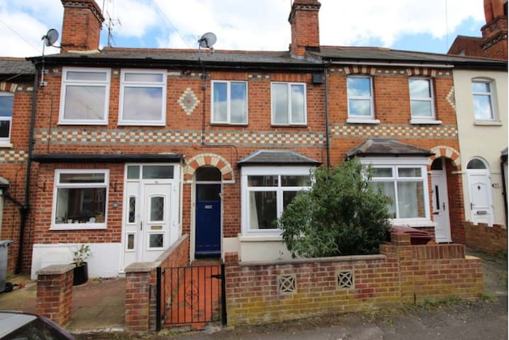 Rooms available on Shaftesbury Road - Reading - Rumah