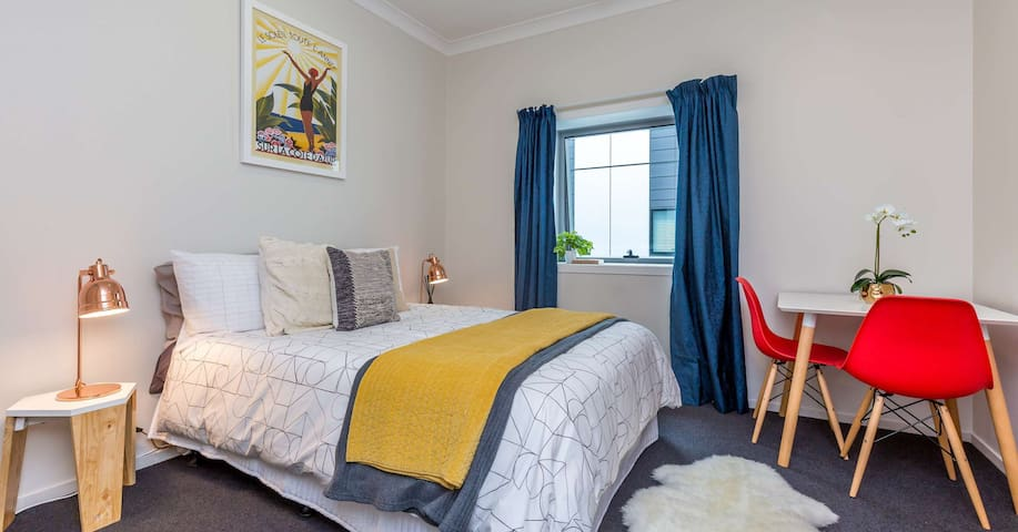 Auckland private studio city central close to sea