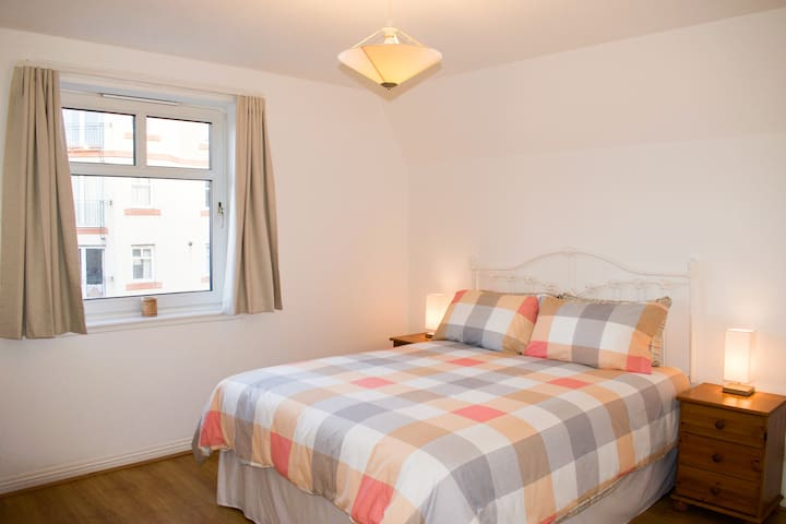 En-suite bedroom, King Size Bed, Private Parking