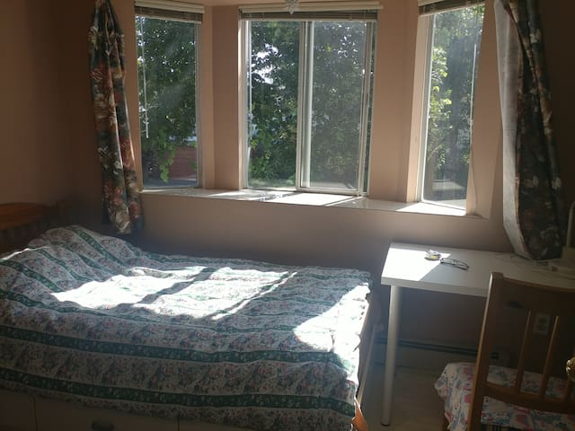 Sunny, Centrally Located Room