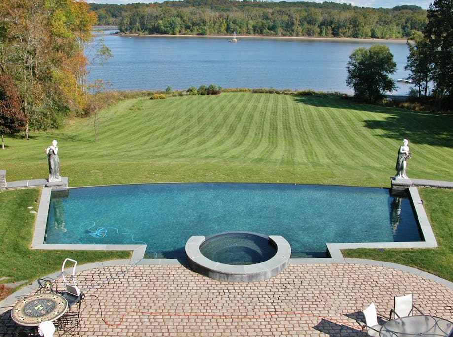 A view of the infinity pool and spa overlooking the Hudson River