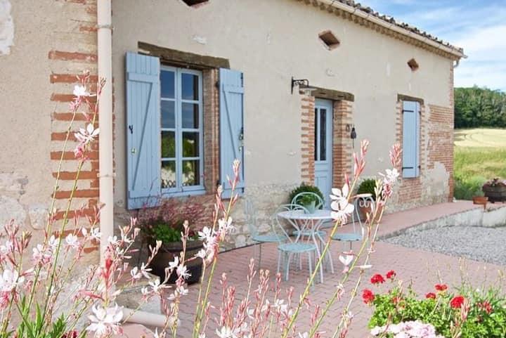 La Fermette House with heated pool near Lauzerte