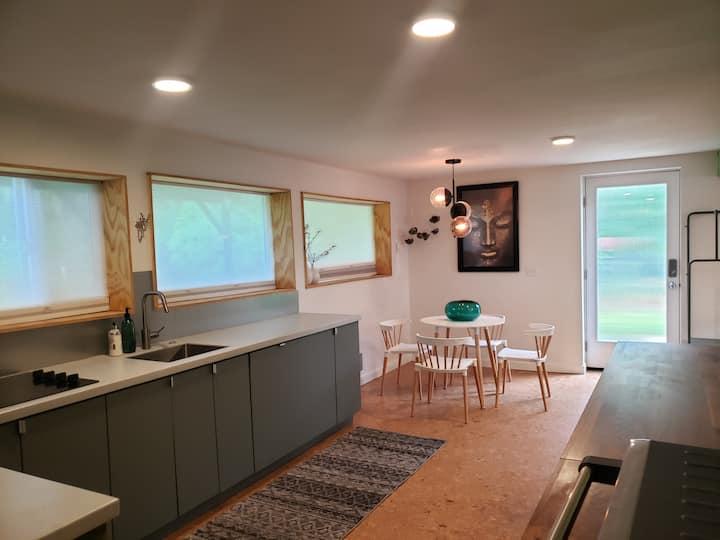 Private Studio in Green Oasis