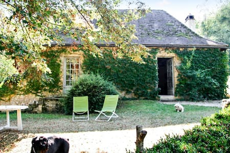 Rustic house w/ large garden - Aubas