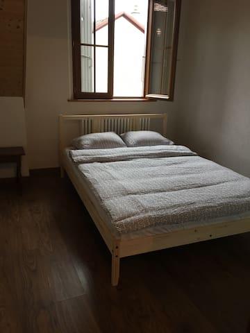 Une chambre très confortable - Le Grand-Saconnex - Casa