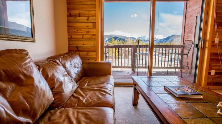 Location! Walk to Lake, Shops and Restaurants at Rocky Mountain National Park Doorstep. Bella Vista